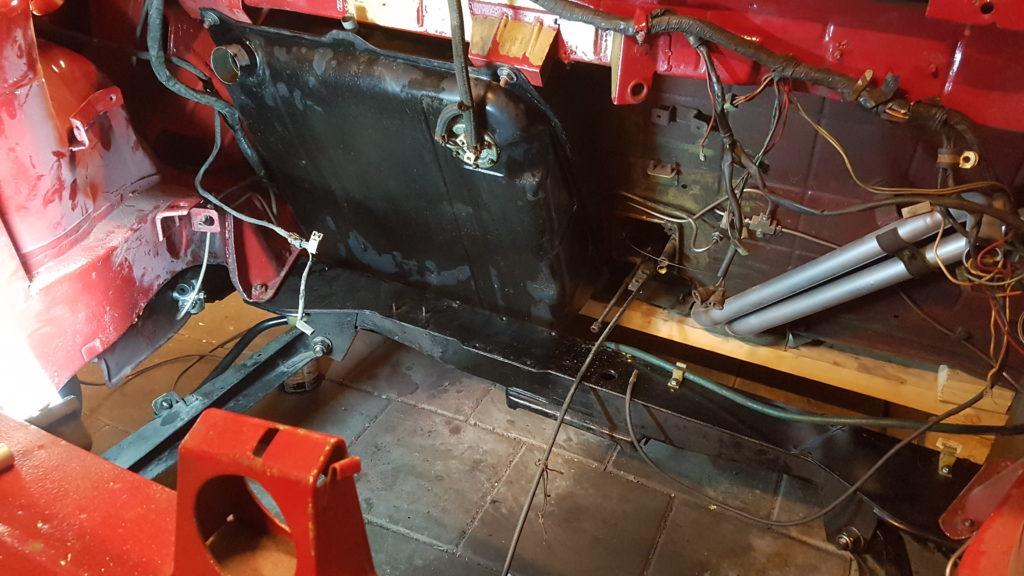 Lancia Montecarlo benzinetank gemonteerd