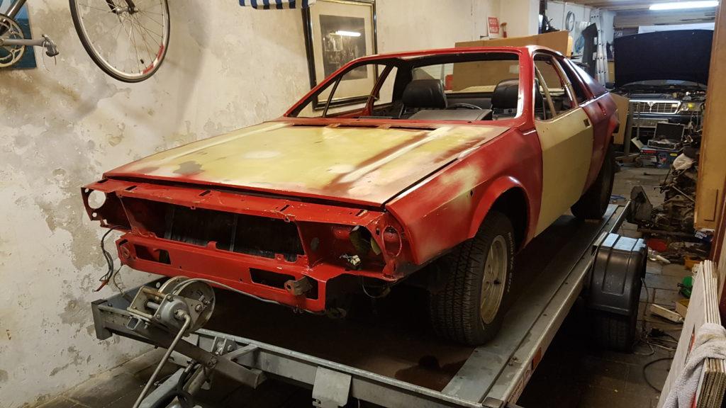 Lancia Montecarlo op de autoambulance
