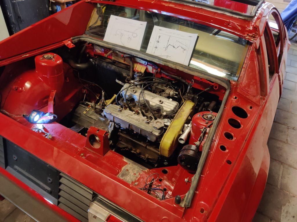 Lancia Montecarlo Motor in de auto