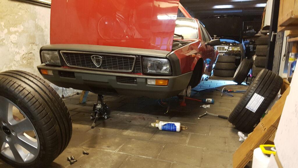 Lancia Montecarlo Remmen ontluchten zonder wielen