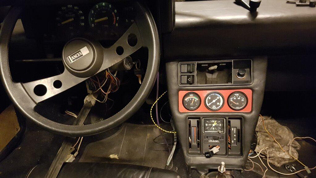 Lancia Montecarlo middenconsole aangesloten