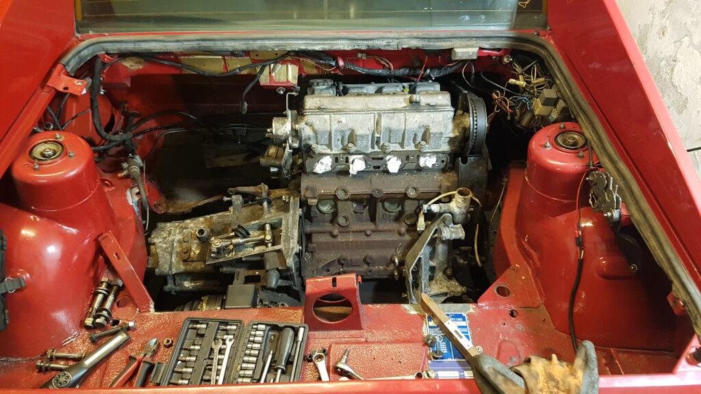 Lancia Beta Montecarlo nieuwe motor geplaatst