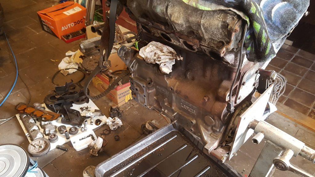 Lancia Beta Montecarlo motor aan het spit